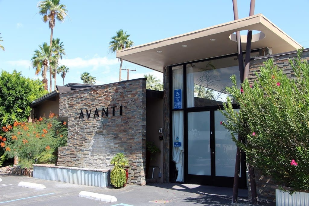 Entrance to the Avanti Hotel
