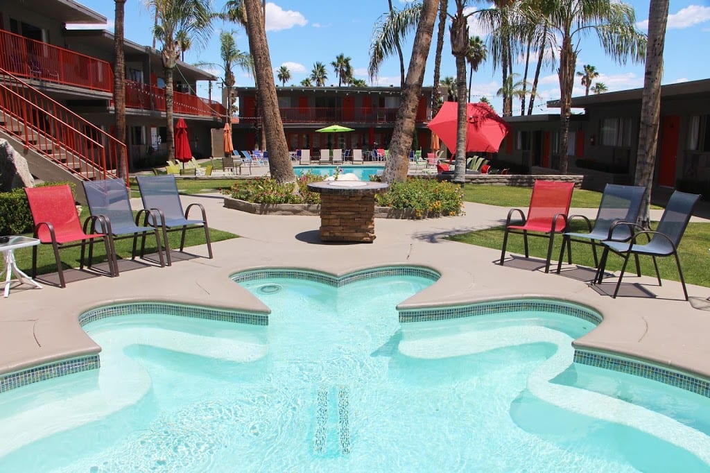 Courtyard hot tub and pool at the Skylark Hotel