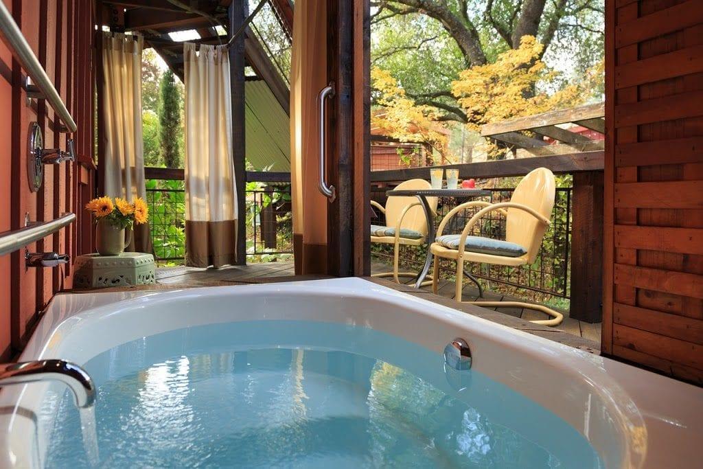 Eden Vale Live Oak Room soaking tub