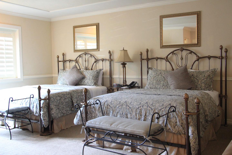 Coachman's Inn guest room