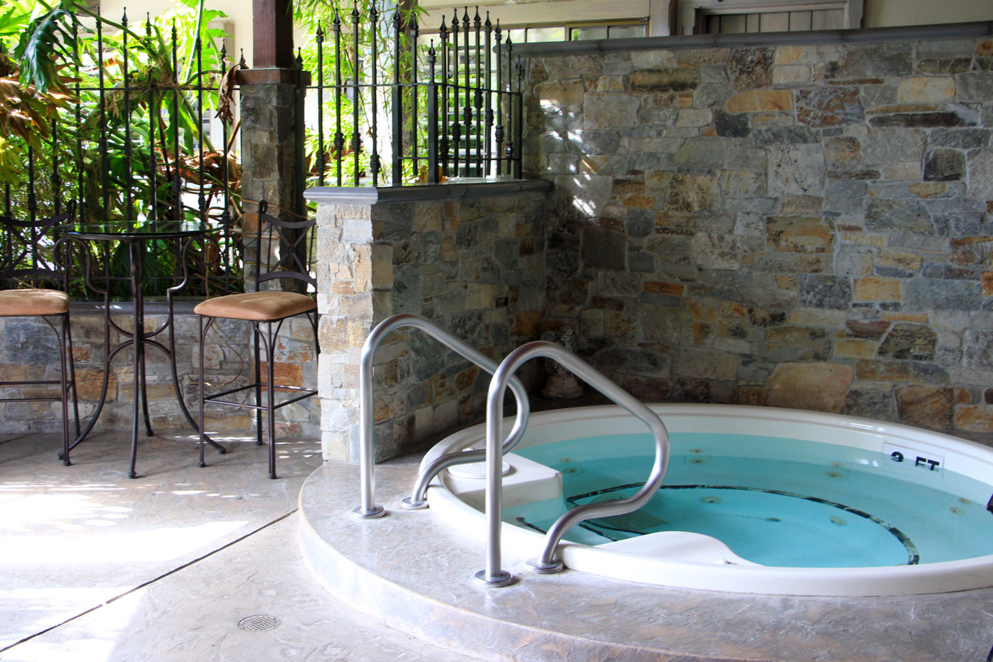 Outdoor hot tub at the Coachman's Inn