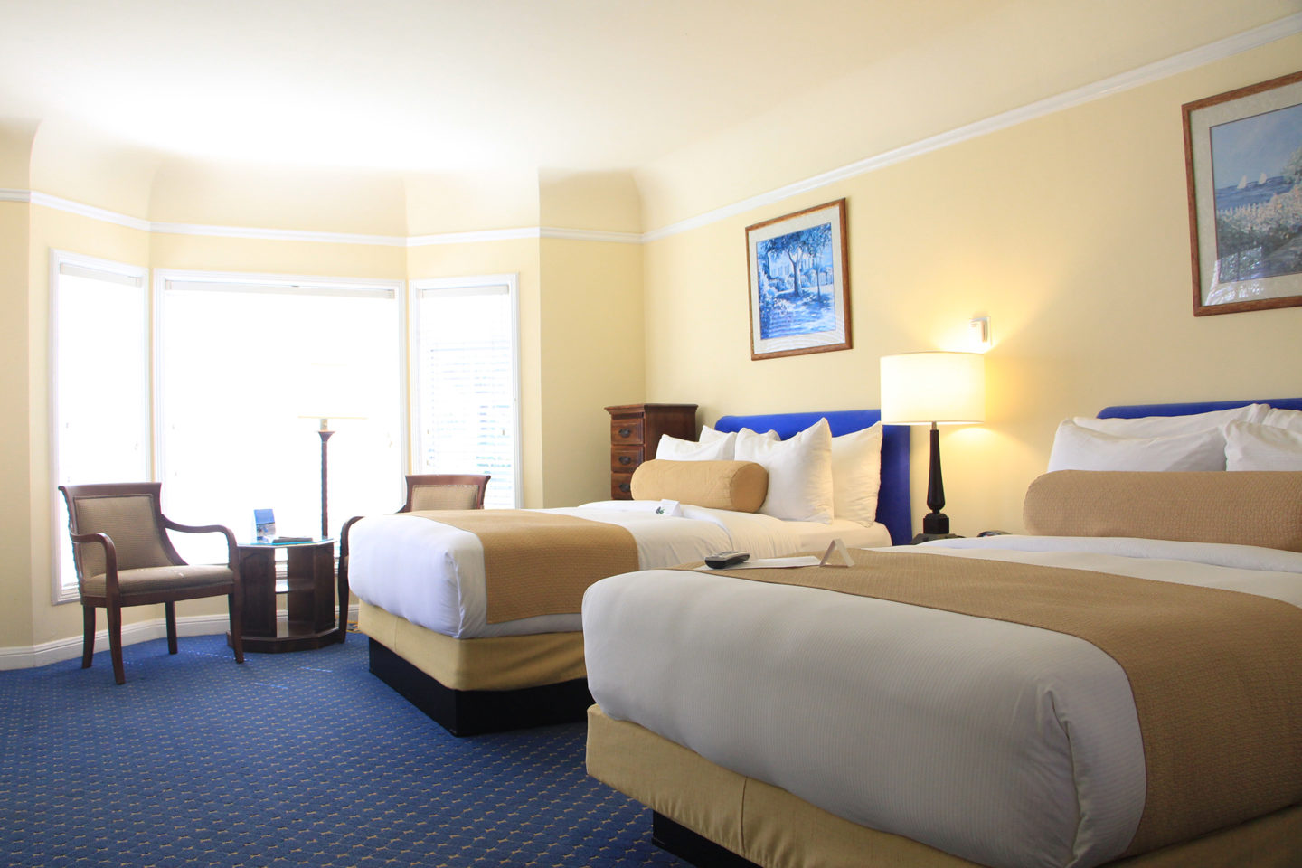 Colonial Terrace guest room