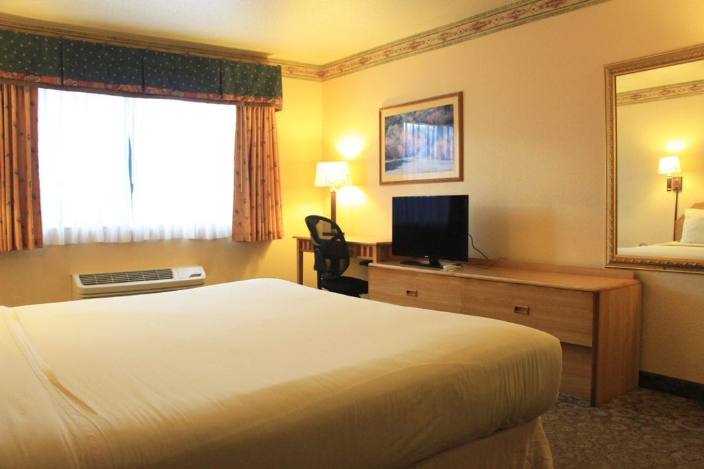 Guest room at The Redwood Riverwalk Hotel