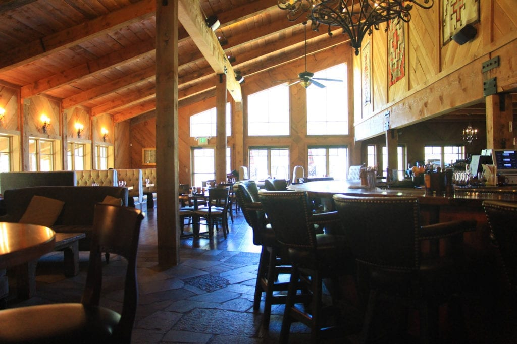 Restaurant and bar at Highlands Ranch Resort