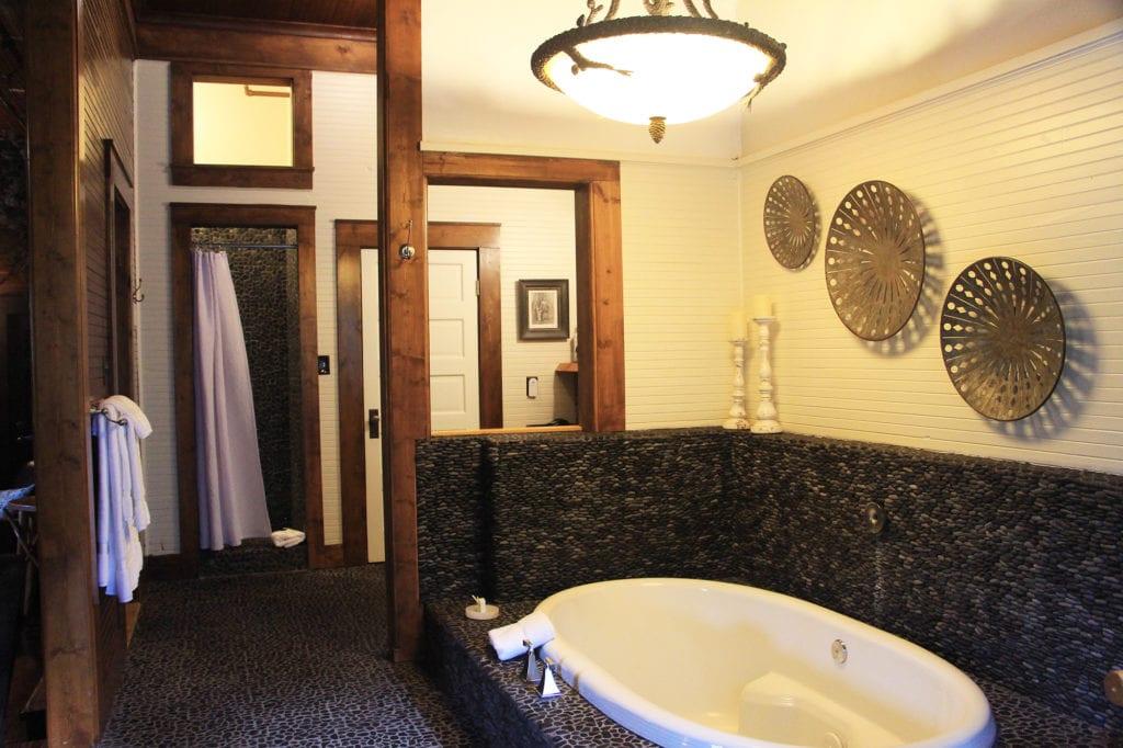 Shasta Wintu Suite Bath