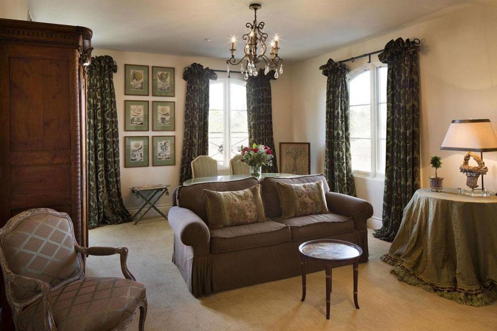 Grand Suite at Enchante Boutique Hotel