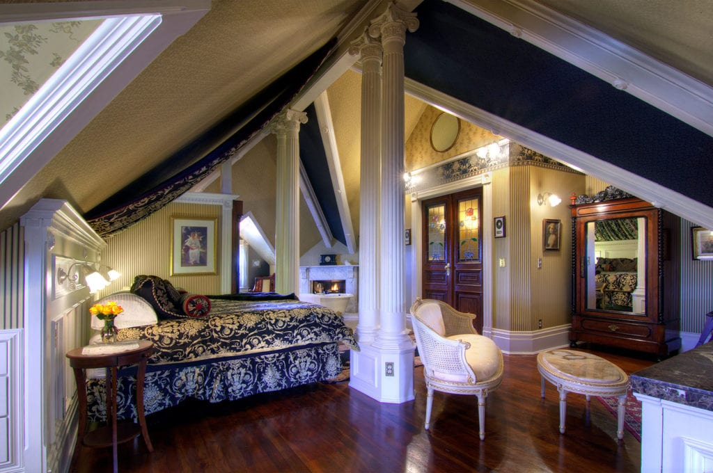 Empire Suite at Gingerbread Mansion Inn