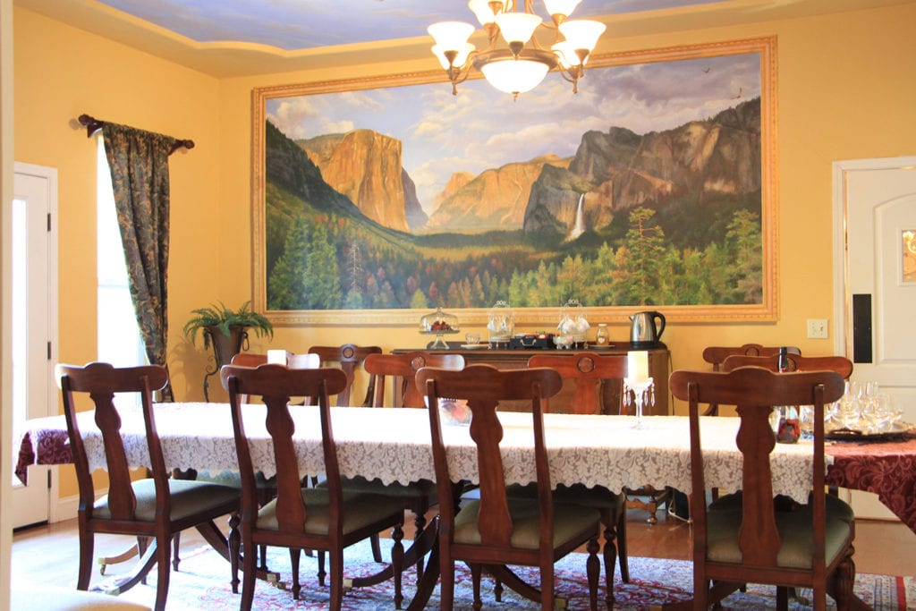 Dining room at the Yosemite Rose Bed & Breakfast