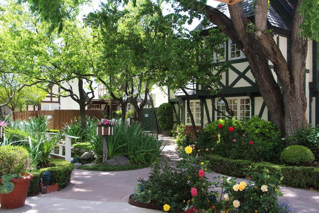 Garden paths at Wine Valley Inn & Cottages