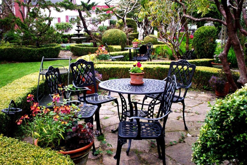 English garden at Gingerbread Mansion Inn