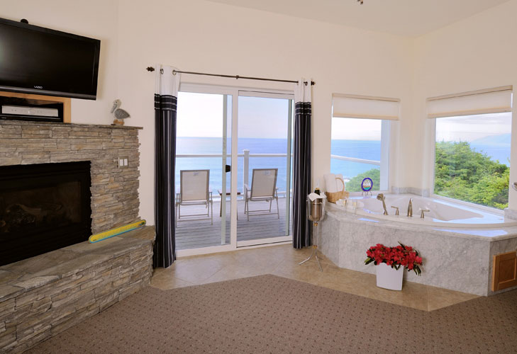 Fireplace and Jacuzzi tub at the Spyglass Inn