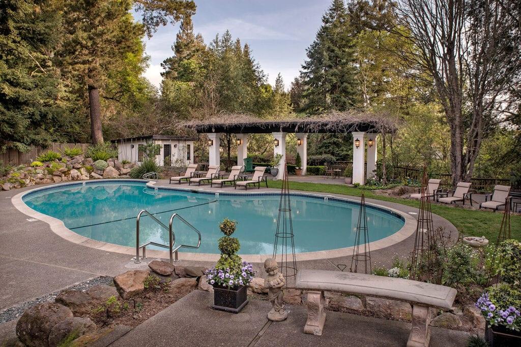 Candlelight Inn pool