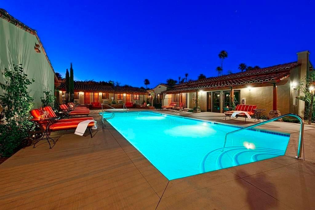 Los Arboles Hotel pool