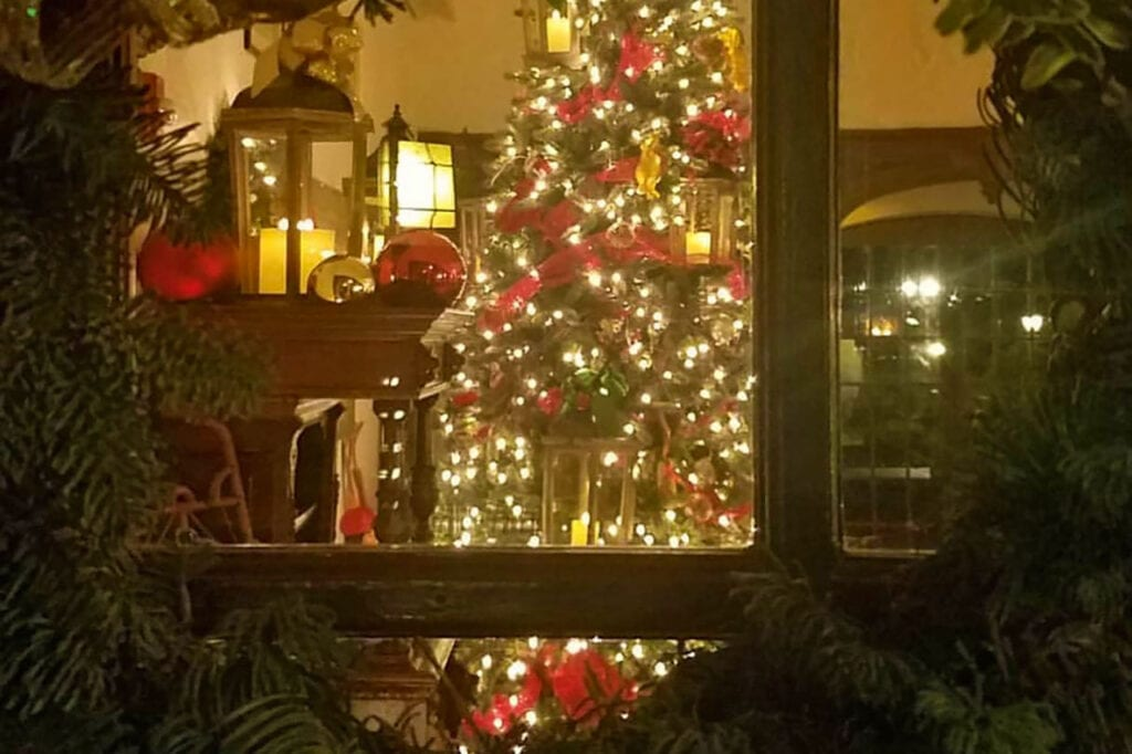 Benbow Historic Inn decorated for the holidays