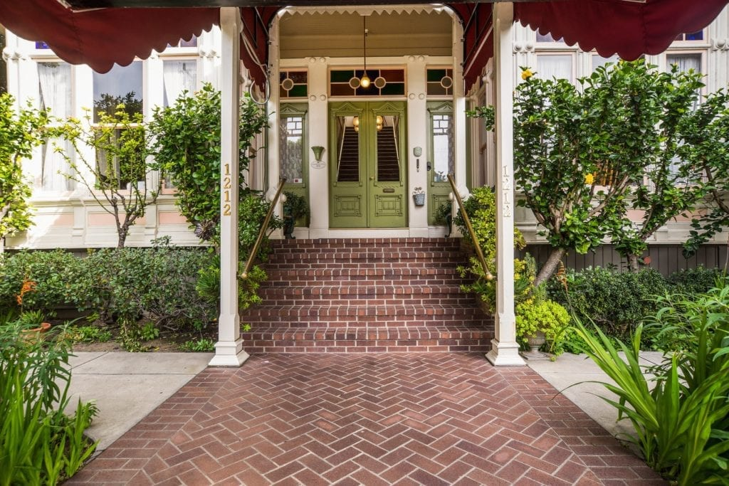 Entrance to the Garden Street Inn