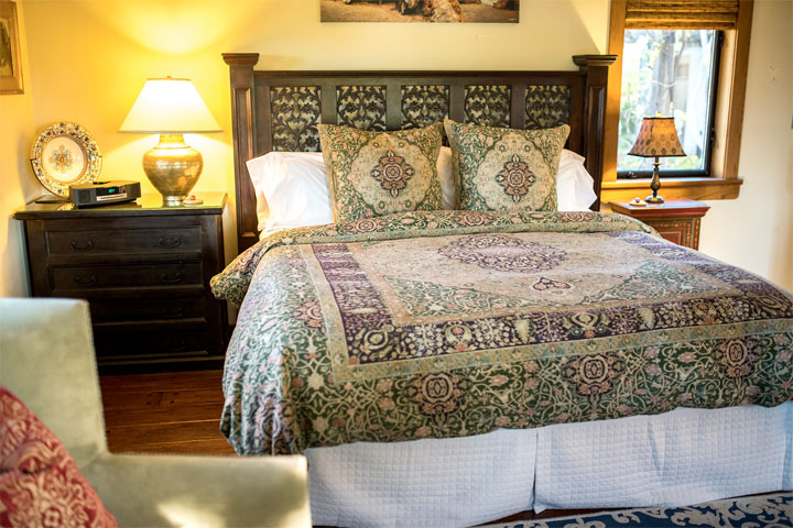 Guest room bed furnished with Comphy Company sheets at The Casitas of Arroyo Grande