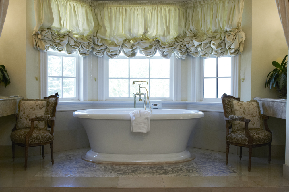 Pedestal spa tub in room 207 of the Santa Ynez Inn