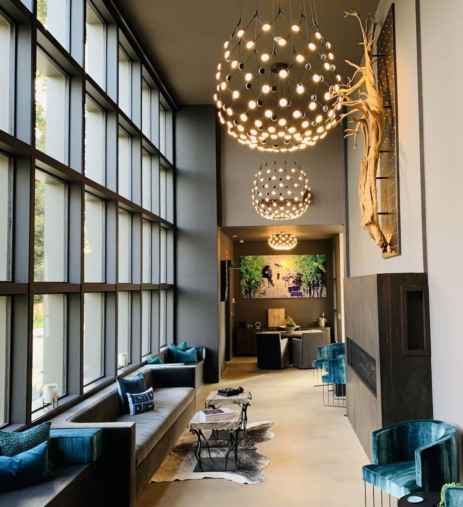 Lobby lounge at the R INN NAPA