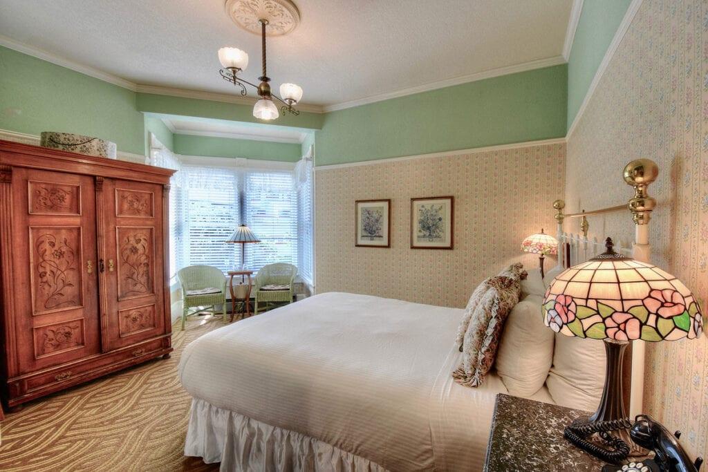 Victorian Premier room at Centrella Inn