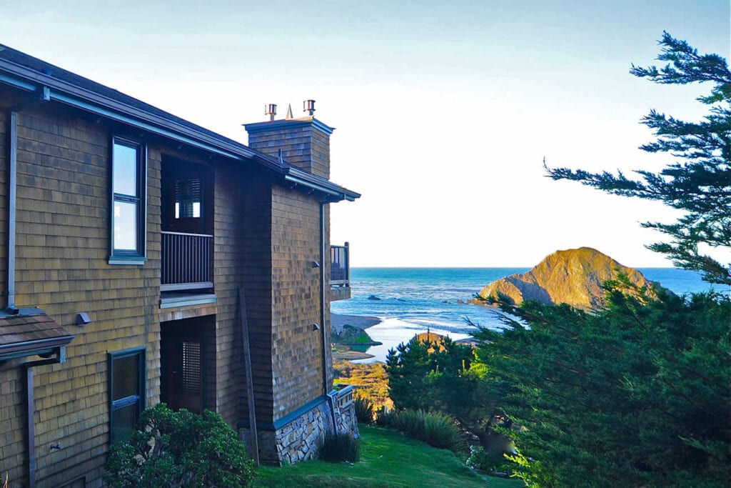 Oceanfront suites at Elk Cove Inn & Spa