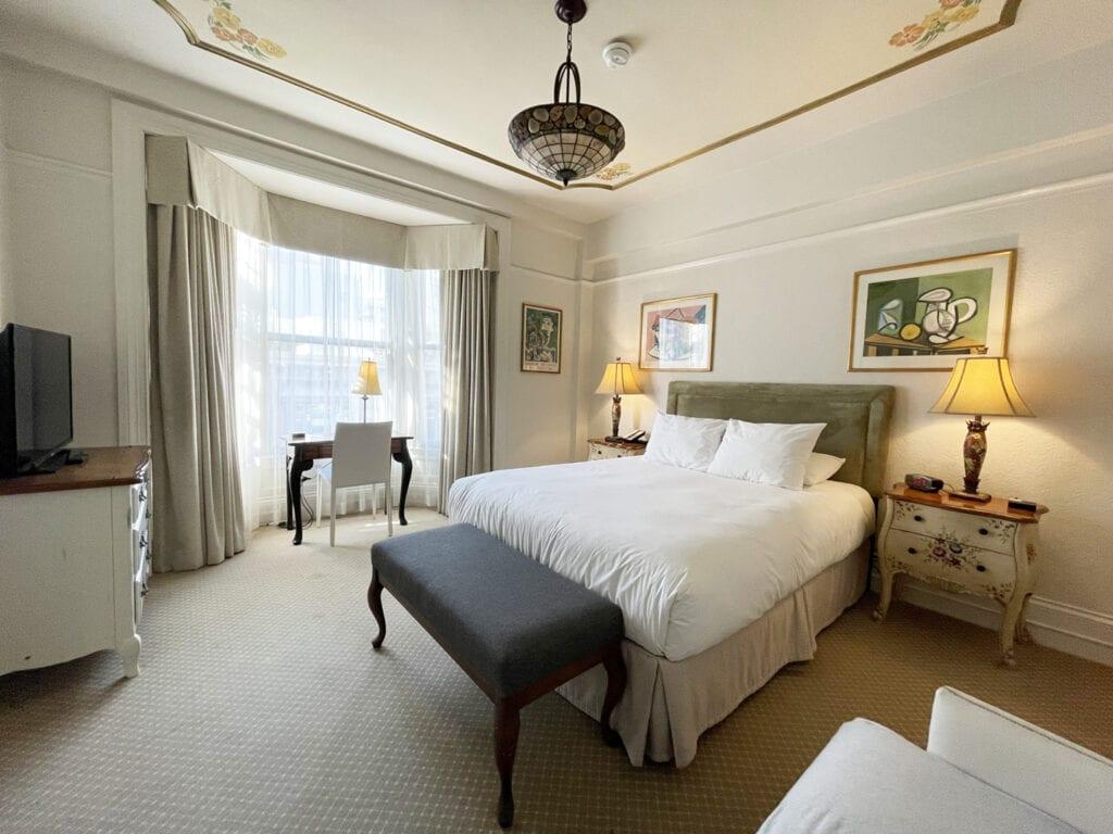 Cornell Hotel de France guest room