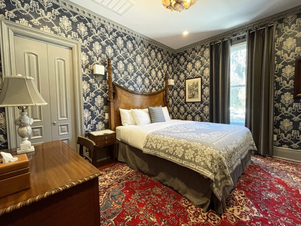 Guest room at the Monte Cristo Inn