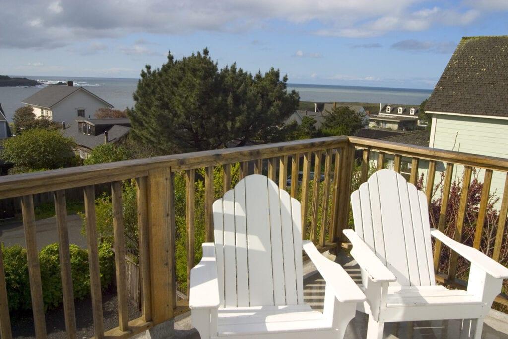 Deck overlooking the ocean at JD House Inn