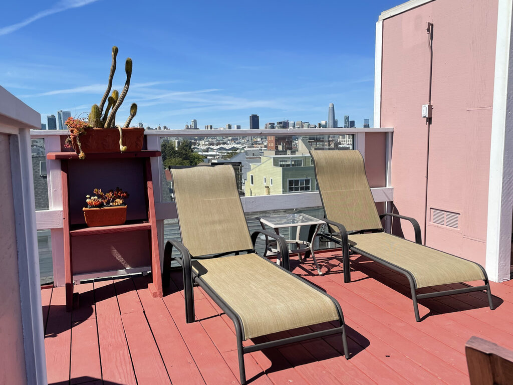Rooftop sun deck at Inn San Francisco